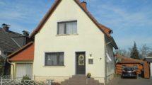 RESERVIERT! Freistehendes modernisiertes Einfamilienhaus mit parkähnlicher Gartenanlage
