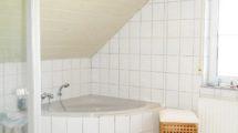Tageslichtwannen-Duschbad