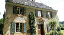 Prachtvolles Herrenhaus mit historischem Hintergrund – in saniertem Topzustand mit Park und altem Baumbestand!
