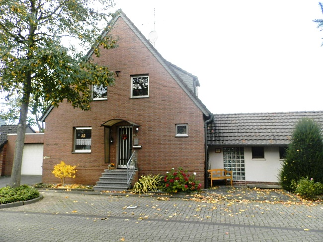 Charmantes EFH mit Terrasse und Kaminmöglichkeit in ruhiger Nachbarschaft  –  Für Gartenliebhaber!