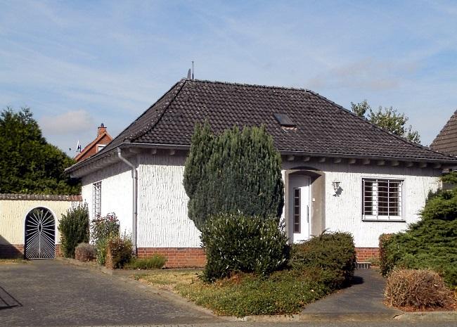 bungalow mit herrlichem sonnen grundst ck in gesuchter lage mit viel platz f r ihre ideen iwv. Black Bedroom Furniture Sets. Home Design Ideas
