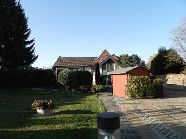 Beeindruckend geräumiges Zuhause für die Großfamilie mit Südgarten und PKW-Flächen!