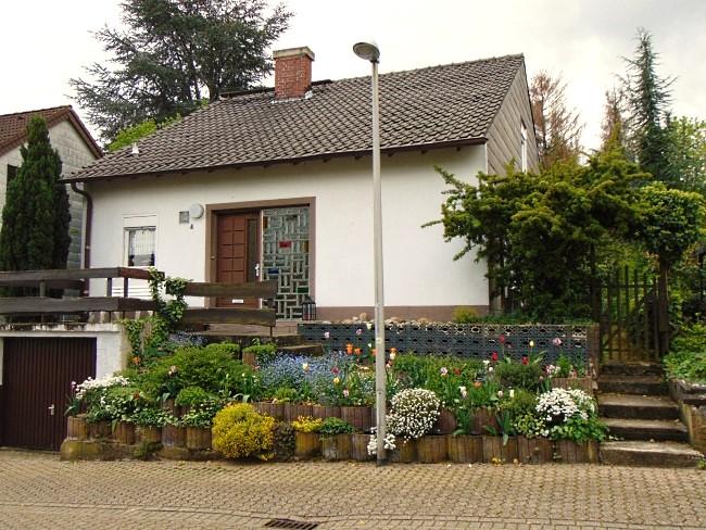"""RESERVIERT!""""Gemütliches familienorientiertes Einfamilienhaus mit  beeindruckendem Garten und viel Platz für Ihre Ideen !"""""""